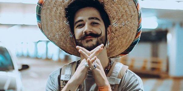Camilo con sombrero