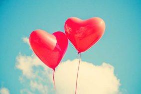 TEST SAN VALENTIN dos globos en forma de corazón se unen en el cielo