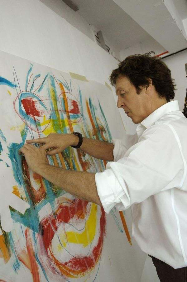 PAUL MCCARTNEY PINTANDO